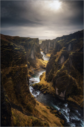 Premium-plakat River leads through a canyon in Iceland