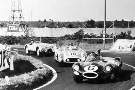 Premium-plakat Fangio, Moss and Hawthorn at the Le Mans 24-hour race 1955