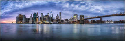 Akrylbillede  Manhattan skyline in the evening - Jan Christopher Becke