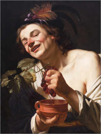 Premium-plakat Young man smiling while squeezing grapes