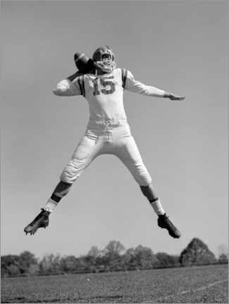 Premium-plakat  Football Quarterback throwing pass, 1960s