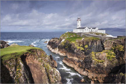 Lærredsbillede  Lighthouse on rocks by the sea with clouds - The Wandering Soul