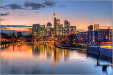 Galleritryk  Frankfurt skyline at sunset reflected in the Main - HADYPHOTO