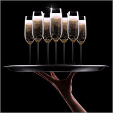 Galleritryk  hand with champagne