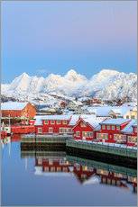 Selvklæbende plakat  Pink sunset over the typical red houses reflected in the sea, Svolvaer, Lofoten Islands, Arctic, Nor - Roberto Sysa Moiola
