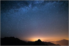 Selvklæbende plakat  Starry sky and the majestic high mountain range of the Alps, - Fabio Lamanna
