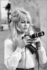 Print på træ  Brigitte Bardot med kamera - Celebrity Collection