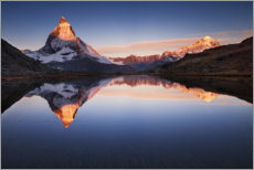 Print på træ  Matterhorn with reflection in the mountain lake - The Wandering Soul
