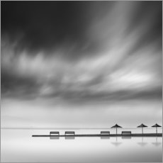 Akrylbillede  Benches and umbrellas - George Digalakis