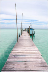 Selvklæbende plakat  Wooden jetty on tropical exotic island - Alejandro Moreno de Carlos
