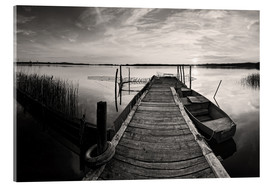Akrylbillede  Wooden pier on lake, black and white - Frank Herrmann