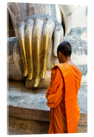 Akrylbillede  Monk praying in front of Buddha Hand - Matteo Colombo