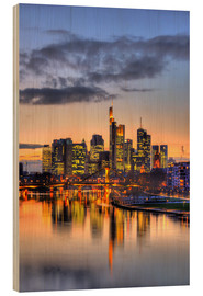 Print på træ  Frankfurt skyline reflected in the Main - HADYPHOTO