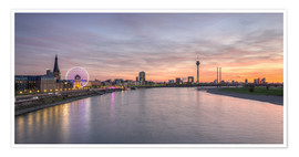Premium-plakat Dusseldorf Skyline at blazing red sunset