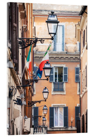 Akrylbillede  Street in the centre of old town with italian flags, Rome, Italy - Matteo Colombo