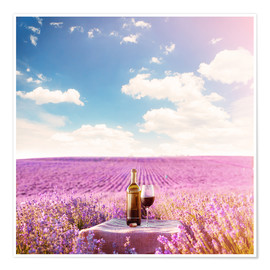 Premium-plakat Red wine bottle and wine glass in lavender field