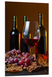 Print på skumplade  red wine with grapes and vine leaves