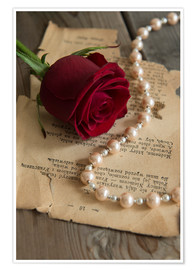 Premium-plakat Red rose, pearls and letter