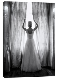Lærredsbillede  Elegant bride at big window