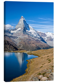 Lærredsbillede  Hikers walking on the path beside the Stellisee with the Matterhorn reflected. Zermatt Canton of Val - Roberto Sysa Moiola