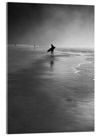 Akrylbillede  A lone surfer on his way into the sea. - Alex Saberi