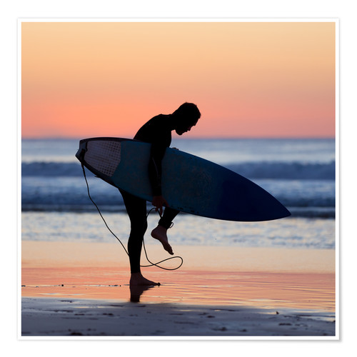 Premium-plakat Silhouette of male surfer on the beach