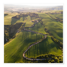 Premium-plakat Aerial view of winding road in Tuscany, Italy