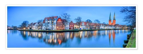 Premium-plakat Panoramic of Lubeck reflected in river Trave, Germany