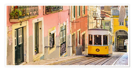 Premium-plakat Yellow tram in Lisbon's old town