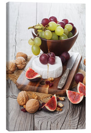 Lærredsbillede  Camembert cheese with figs, nuts and grapes