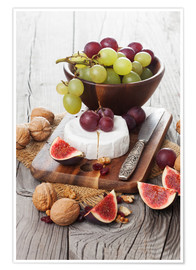 Premium-plakat  Camembert cheese with figs, nuts and grapes