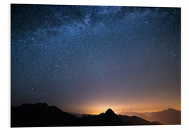 Print på skumplade  Starry sky and the majestic high mountain range of the Alps, - Fabio Lamanna